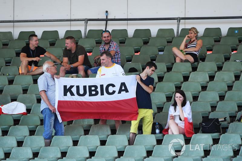 Роберт Кубіца, Renault Sport F1 Team, на банері фанатів
