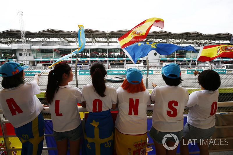 Lewis Hamilton, Mercedes AMG F1 W08, passes a group of Fernando Alonso, McLaren, fans