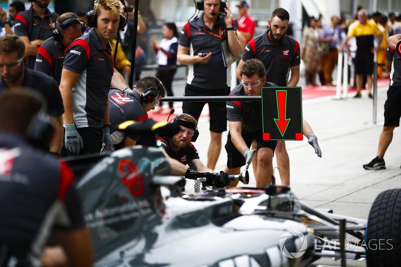 Haas F1 Team VF-17 pit stop antrenmanı