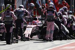 Arrêt au stand d'Esteban Ocon, Force India F1 VJM10
