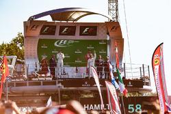 Podio: ganador de la carrera Lewis Hamilton, Mercedes AMG F1, segundo lugar Valtteri Bottas, Mercedes AMG F1, tercer lugar Sebastian Vettel, Ferrari