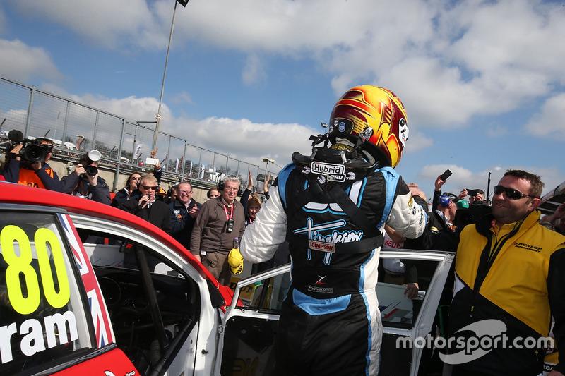 Race winner Tom Ingram, Speedworks Motorsport Toyota Avensis