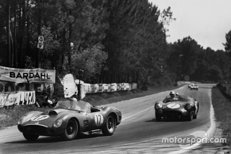 Ricardo Rodríguez, Andre Pilette, Ferrari 250 TR59, leads Jim Clark, Roy Salvadori, Aston Martin DBR1/30