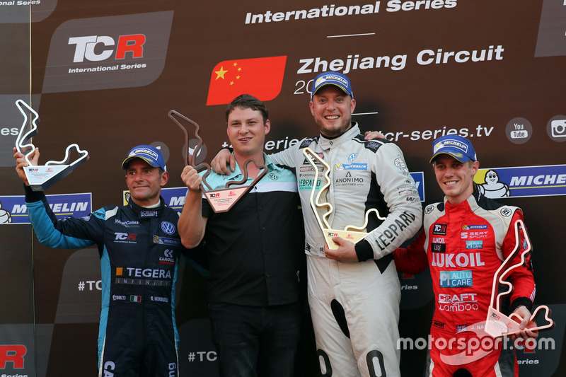 Podium: Race winner Rob Huff, Leopard Racing Team WRT, Volkswagen Golf GTi TCR, second place Gianni Morbidelli, West Coast Racing, Volkswagen Golf GTi TCR. third place James Nash, Lukoil Craft-Bamboo Racing, SEAT León TCR