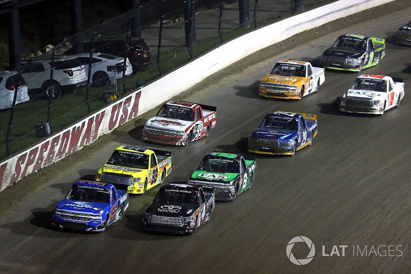 Christopher Bell, Kyle Busch Motorsports Toyota y Stewart Friesen, Elaine Larsen Motorsports Chevrol