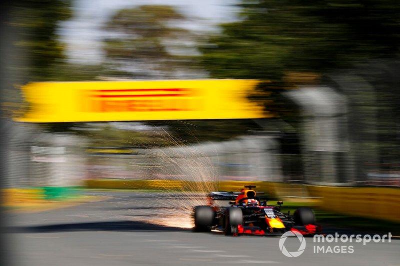 Volano scntille dala moposto di Max Verstappen, Red Bull Racing RB15