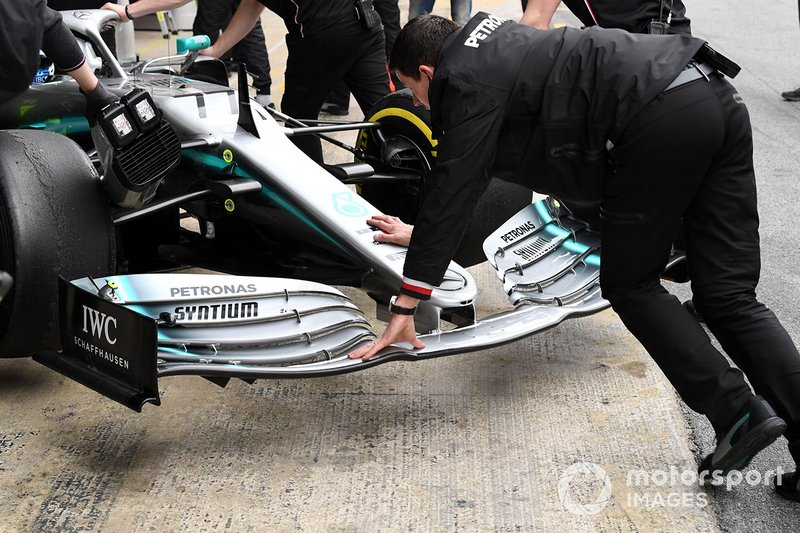 Mercedes-AMG F1 W10 dettaglio ala anteriore