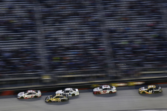 Erik Jones, Joe Gibbs Racing, Toyota Camry Comdata e Aric Almirola, Stewart-Haas Racing, Ford Fusion Smithfield Anytime Favorites