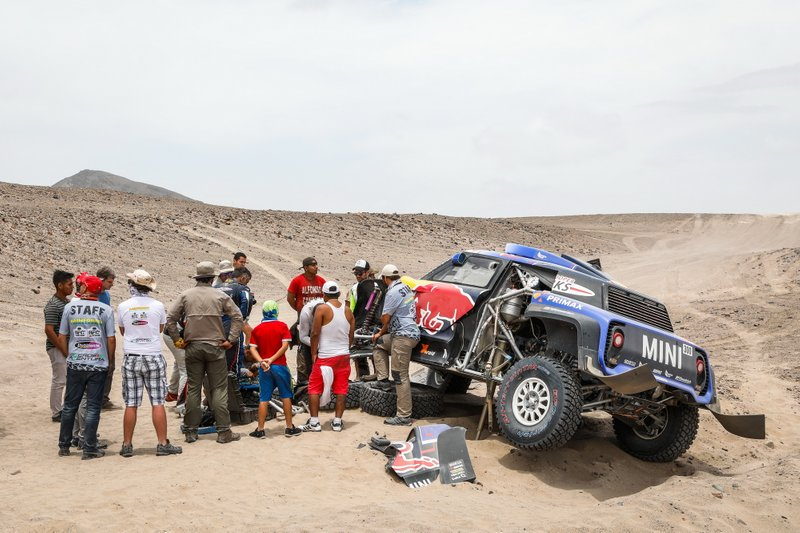 #300 X-Raid Mini JCW Team: Carlos Sainz, Lucas Cruz tras su accidente