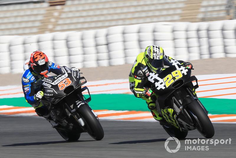 Andrea Iannone (Aprilia Racing Team Gresini) et Tito Rabat (Reale Avintia Racing)