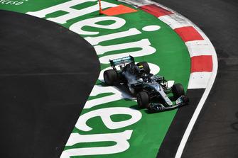 Valtteri Bottas, Mercedes-AMG F1 W09 EQ Power+ runs wide