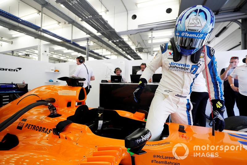 Jimmie Johnson testet den McLaren MP4-28