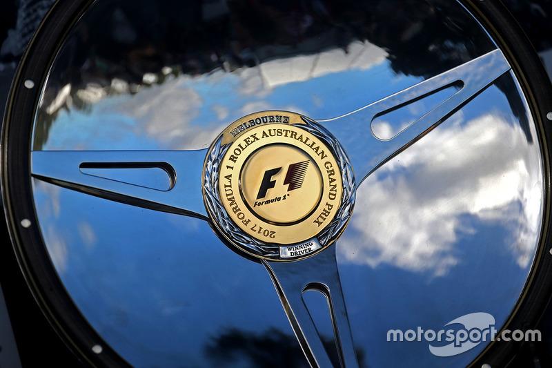 F1-Siegerpokal in Melbourne 2017