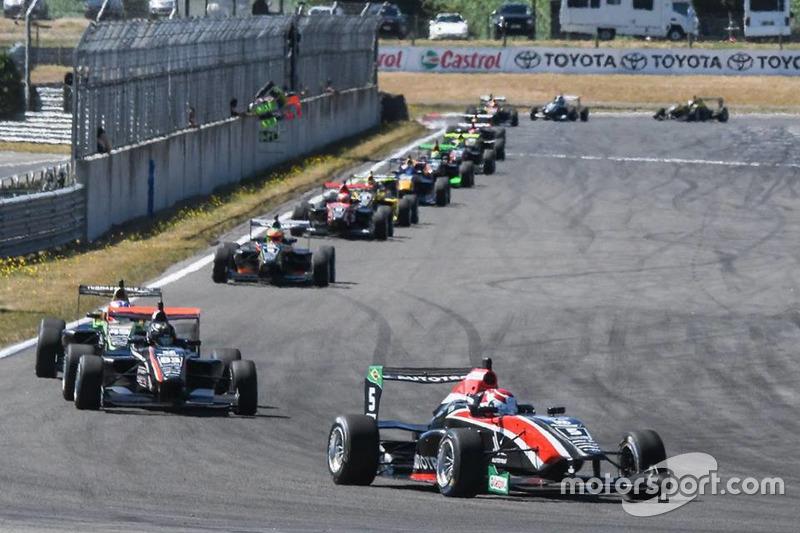 Pedro Piquet lidera al pelotón