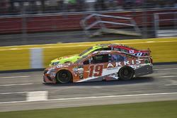 Dale Earnhardt Jr., Hendrick Motorsports Chevrolet, Daniel Suárez, Joe Gibbs Racing Toyota