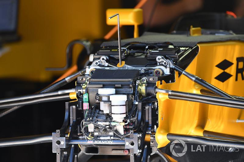 Renault Sport F1 Team RS17 detail voorwielophanging en chassis
