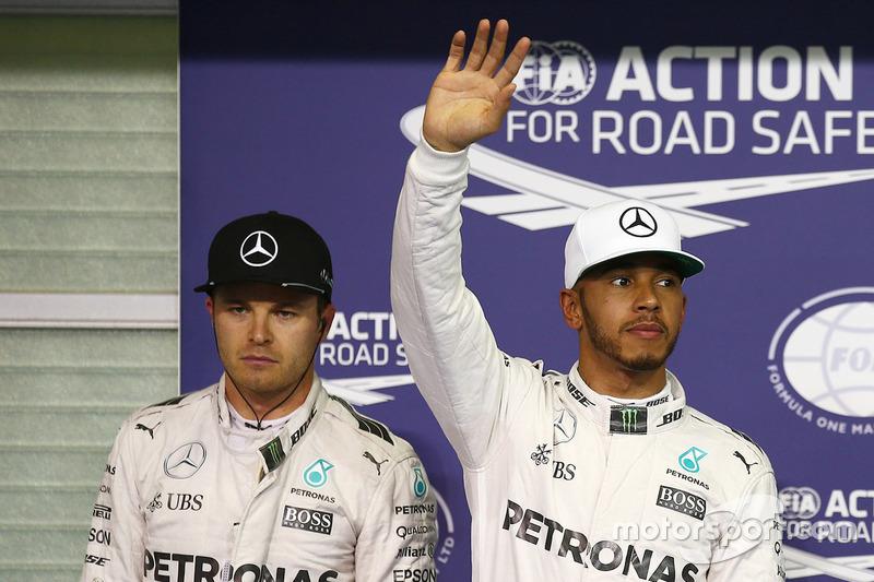 Ganador de la pole: Lewis Hamilton, Mercedes AMG F1, segundo Nico Rosberg, Mercedes AMG F1
