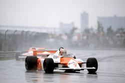 John Watson, McLaren MP4/1-Ford Cosworth leads Mario Andretti, Alfa Romeo 179C