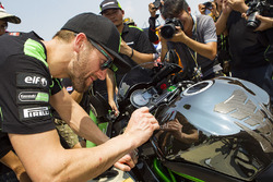 Tom Sykes, Kawasaki Racing signs autographs