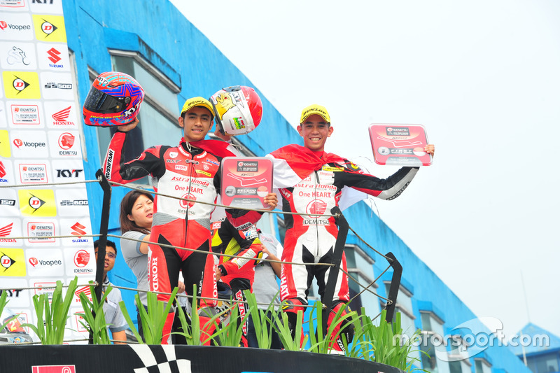 Podium Race 2 AP250: Andi Gilang dan Gerry Salim, Astra Honda Racing Team