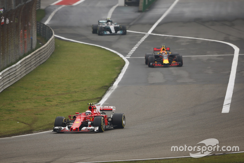 Kimi Raikkonen, Ferrari SF70H, Max Verstappen, Red Bull Racing RB13 ve Valtteri Bottas, Mercedes AMG F1 W08