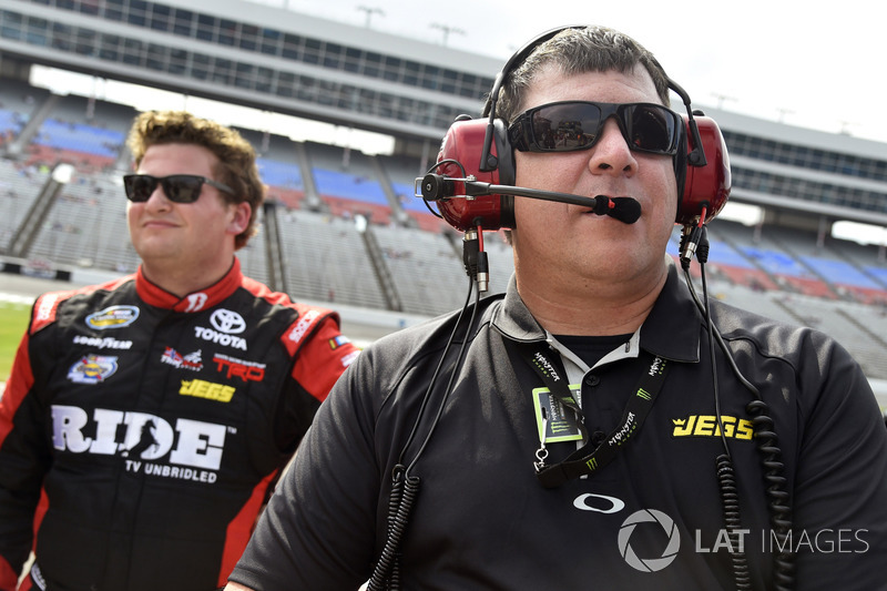 Cody Coughlin, ThorSport Racing Toyota, mit Terry Cook