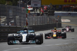 Valtteri Bottas, Mercedes AMG F1 W08; Max Verstappen, Red Bull Racing RB13