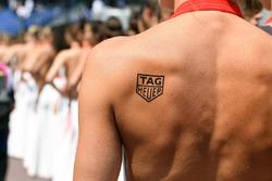 Grid girl con un tattoo Tag Heuer