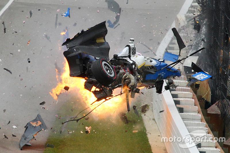 1. Heftiger Unfall von Scott Dixon