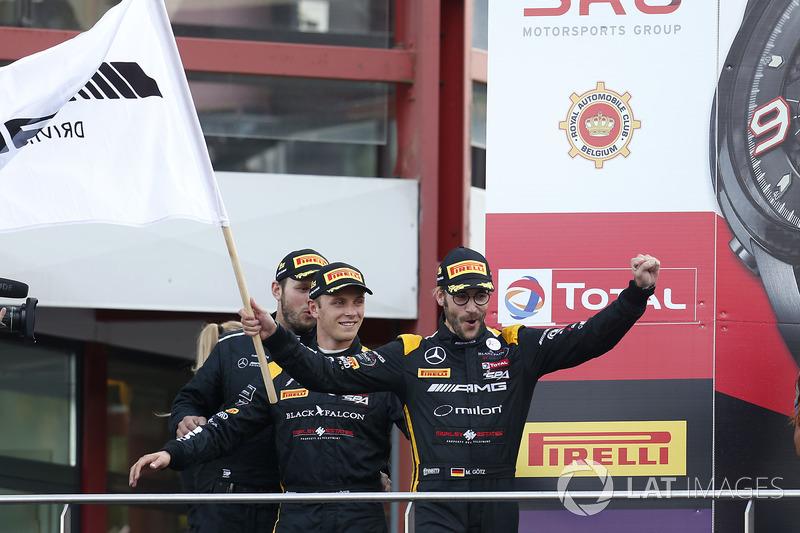 Pro-Am Podio: Ganador de la carrerar #16 Black Falcon Mercedes-AMG GT3: Oliver Morley, Miguel Toril,