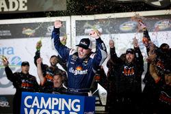 Race winner Johnny Sauter, GMS Racing, Allegiant Airlines Chevrolet Silverado