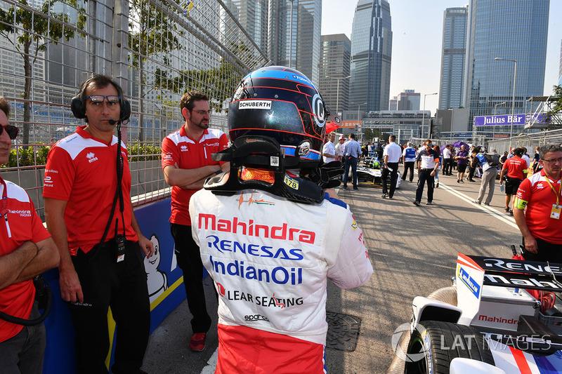 Nick Heidfeld, Mahindra Racing,on the grid