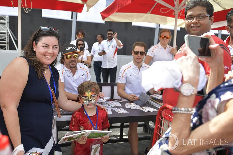 Fernando Alonso, McLaren fans photo