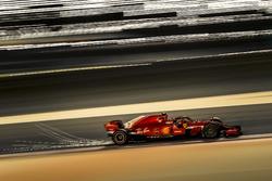 Kimi Raikkonen, Ferrari SF-71H sparks