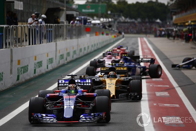 Nico Hulkenberg, Renault Sport F1 Team RS17, Brendon Hartley, Scuderia Toro Rosso STR12, Carlos Sainz Jr., Renault Sport F1 Team RS17, Marcus Ericsson, Sauber C36, Esteban Ocon, Sahara Force India F1 VJM10