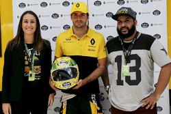Alessandra Valllini, Ayrton Senna Foundation, Carlos Sainz Jr., Renault Sport F1 Team, with a special edition helmet designed by Shock Maravillha