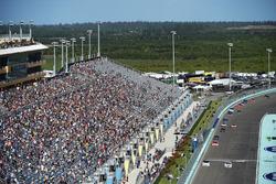 Tyler Reddick, Chip Ganassi Racing Chevrolet, Cole Custer, Stewart-Haas Racing Ford