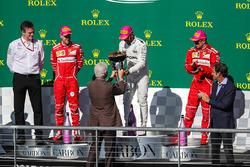Ganador, Lewis Hamilton, Mercedes AMG F1 celebra con ex presidente de Estados Unidos, Bill Clinton, Sebastian Vettel, Ferrari, James Allison, Mercedes y  Kimi Raikkonen, Ferrari