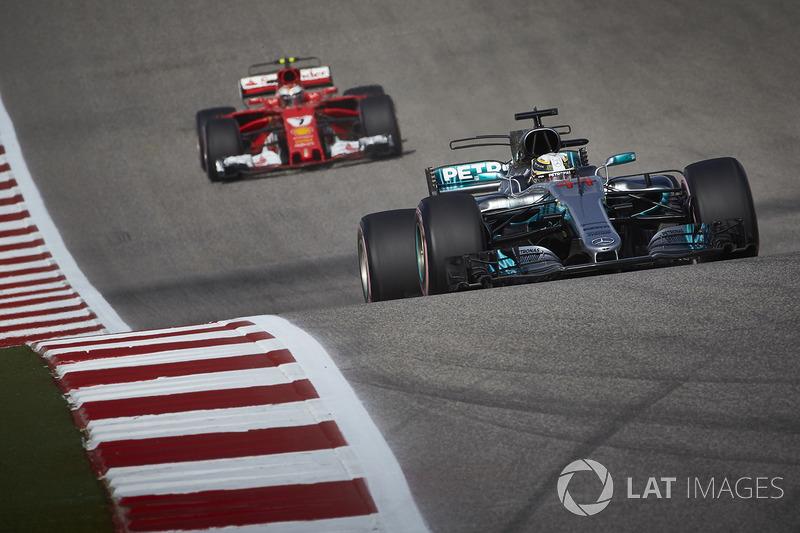 Lewis Hamilton, Mercedes AMG F1 W08, Kimi Raikkonen, Ferrari SF70H