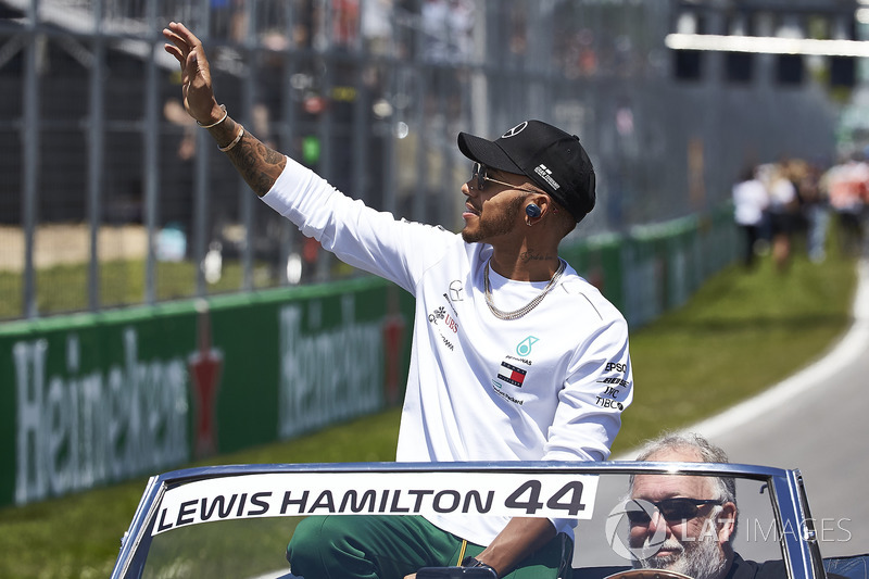 Lewis Hamilton, Mercedes AMG F1, nella drivers parade