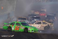 Crash: Danica Patrick, Stewart-Haas Racing Chevrolet