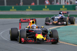 Daniel Ricciardo, Red Bull Racing RB12 and Max Verstappen, Scuderia Toro Rosso STR11