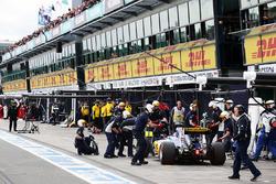 Felipe Nasr, Sauber C35 in the pits