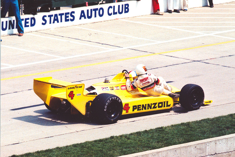 Johnny Rutherford met passagier Tim Richmond