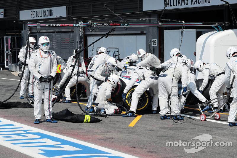 Valtteri Bottas, Williams FW38 makes a pit stop fa un pit stop