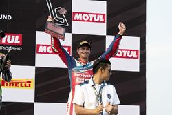 Derde plaats Michael van der Mark, Honda WSBK Team, op het podium