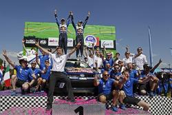 Podio: ganador Jari-Matti Latvala, Miikka Anttila, Volkswagen Polo WRC, Volkswagen Motorsport