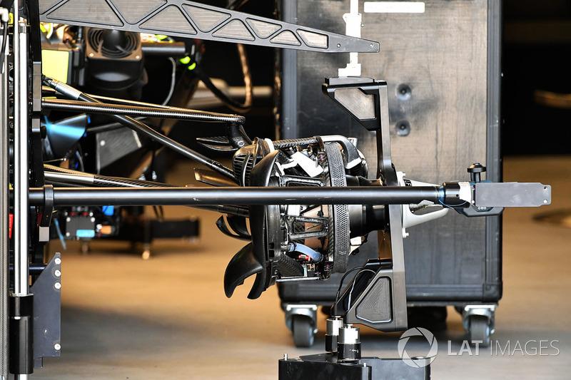 Mercedes-AMG F1 W09 EQ Power+ front wheel hub