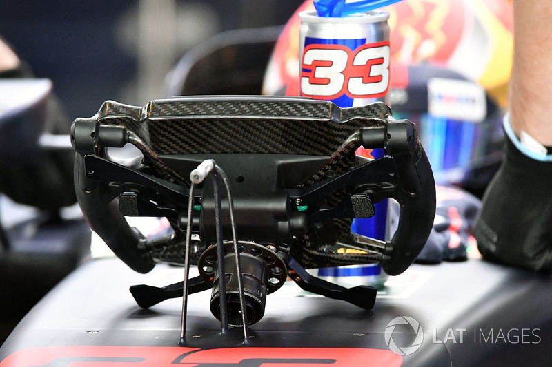 Max Verstappen, Red Bull Racing RB13 steering wheel