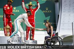Lewis Hamilton, Mercedes AMG F1, y Nathalie McGoin